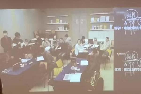 斯普瑞喷粉房厂家参加提升企业创新能力培训班